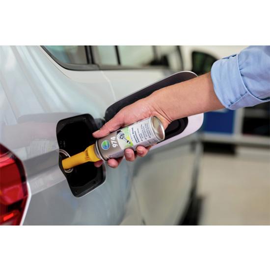 Preparat chroniący układ wtrysku paliwa Benzyna microflex® 974 - aplikacja